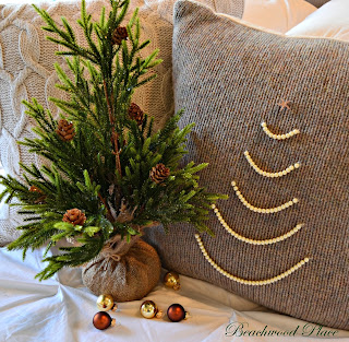 DIY Pearl Christmas tree pillow