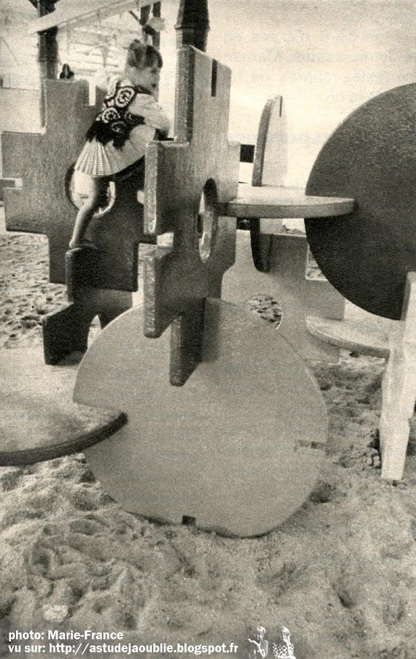 Paris -1er- Les Halles de Baltard - Jeux pour enfants  Création: Group Ludic (Simon Koszel, David Roditi, Xavier De La Salle)  Installation: 1970