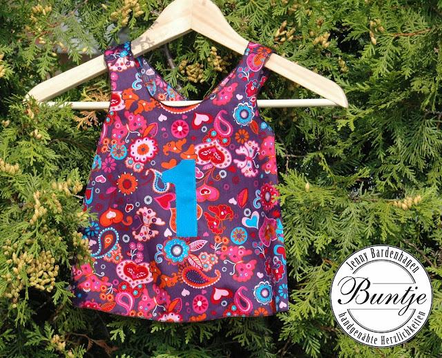 Schürzenkleid Kleid Kleidchen Geschenk Geburtstag Geburtstagskleid Zahl Astrid Lindgren Tunika Baumwolle lila Christina Mamu Design handmade Buntje nähen