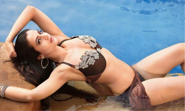 amisha patel for komal shahani hot images
