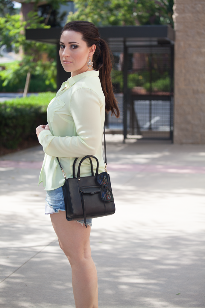 casual summer outfit idea, pony tail, rebecca minkoff mini mab tote, levis denim shorts