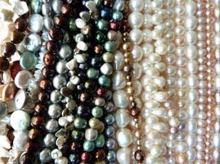 Perlenketten in vielen Farben und Formen