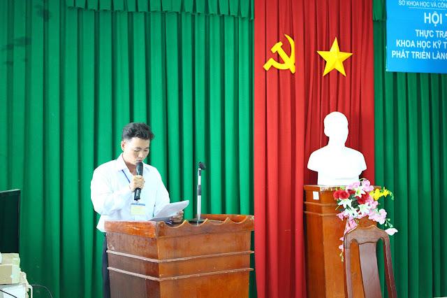 Anh Trần Kiến Chúc - Phó Chủ tịch UBND xã Hàm Giang, huyện Trà Cú phát biểu tại Hội thảo