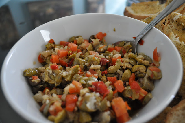 http://www.ahealthierfitterme.com/2012/06/olive-salad.html