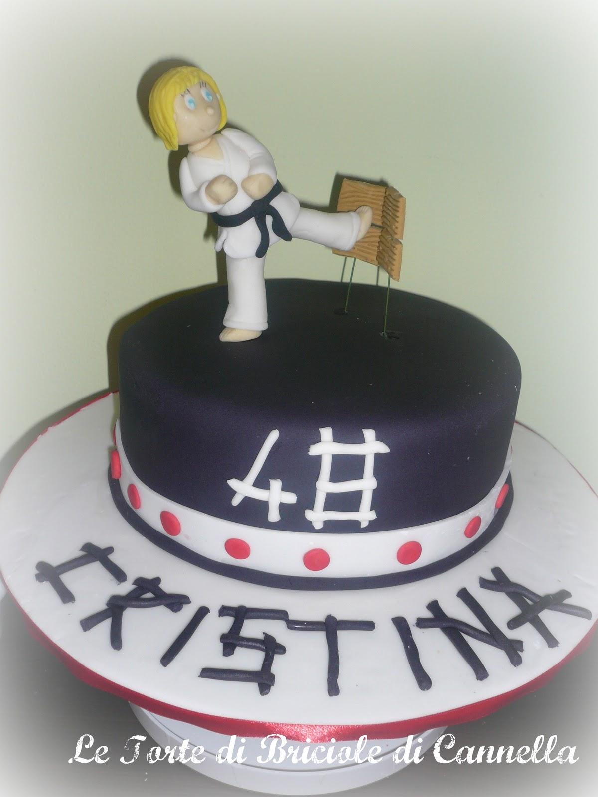 Le torte di briciole di cannella torta karate for Decorazione torte karate