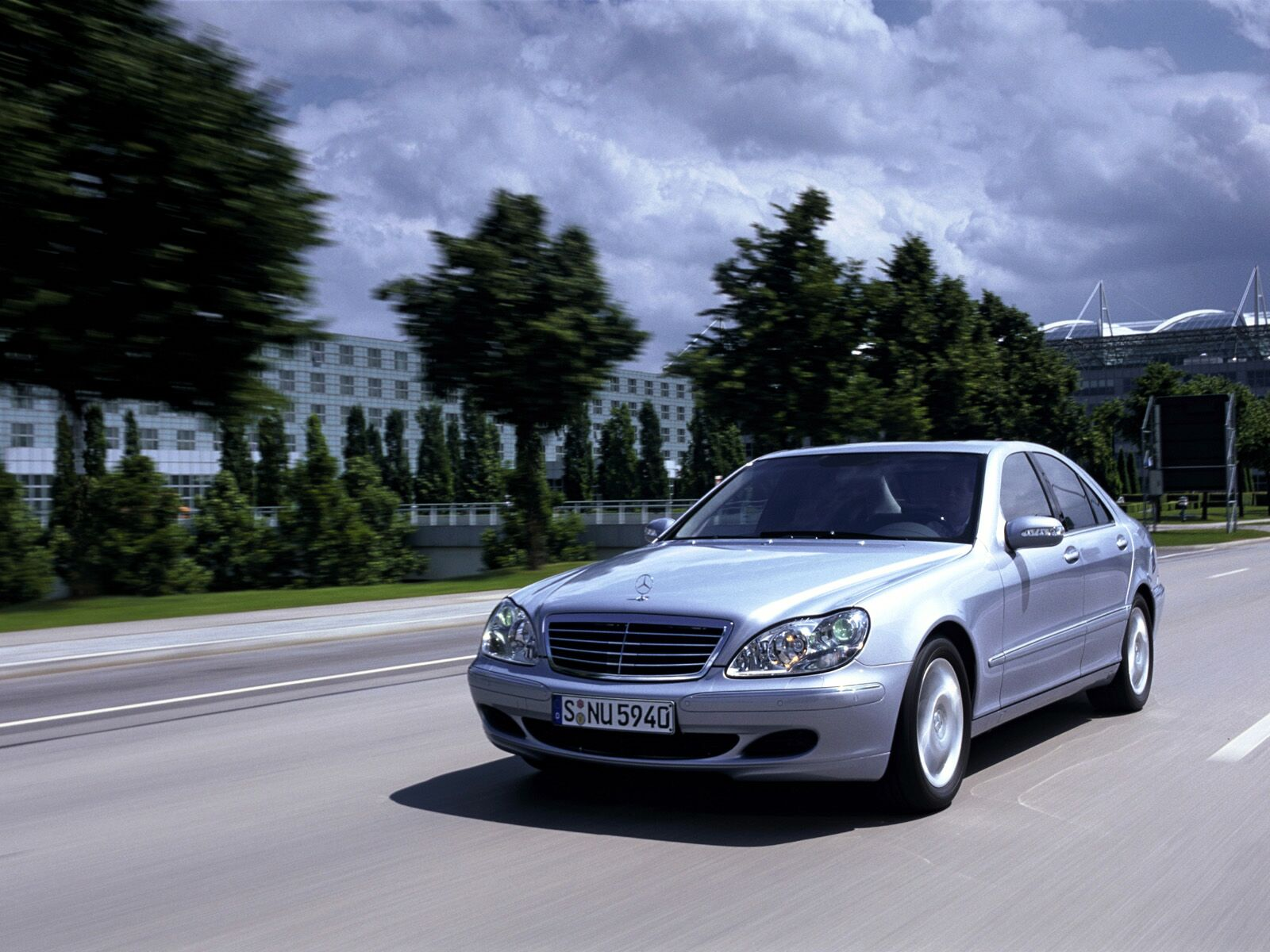 History of mercedes benz s class video cars life for 2003 s500 mercedes benz