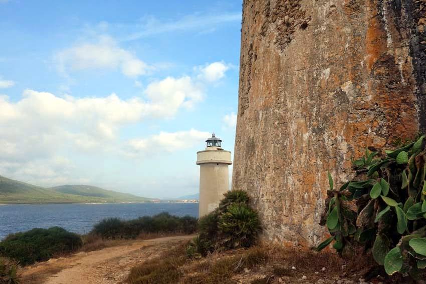 Torre aragonesa e Faro Torre Nuova di Porto Conte
