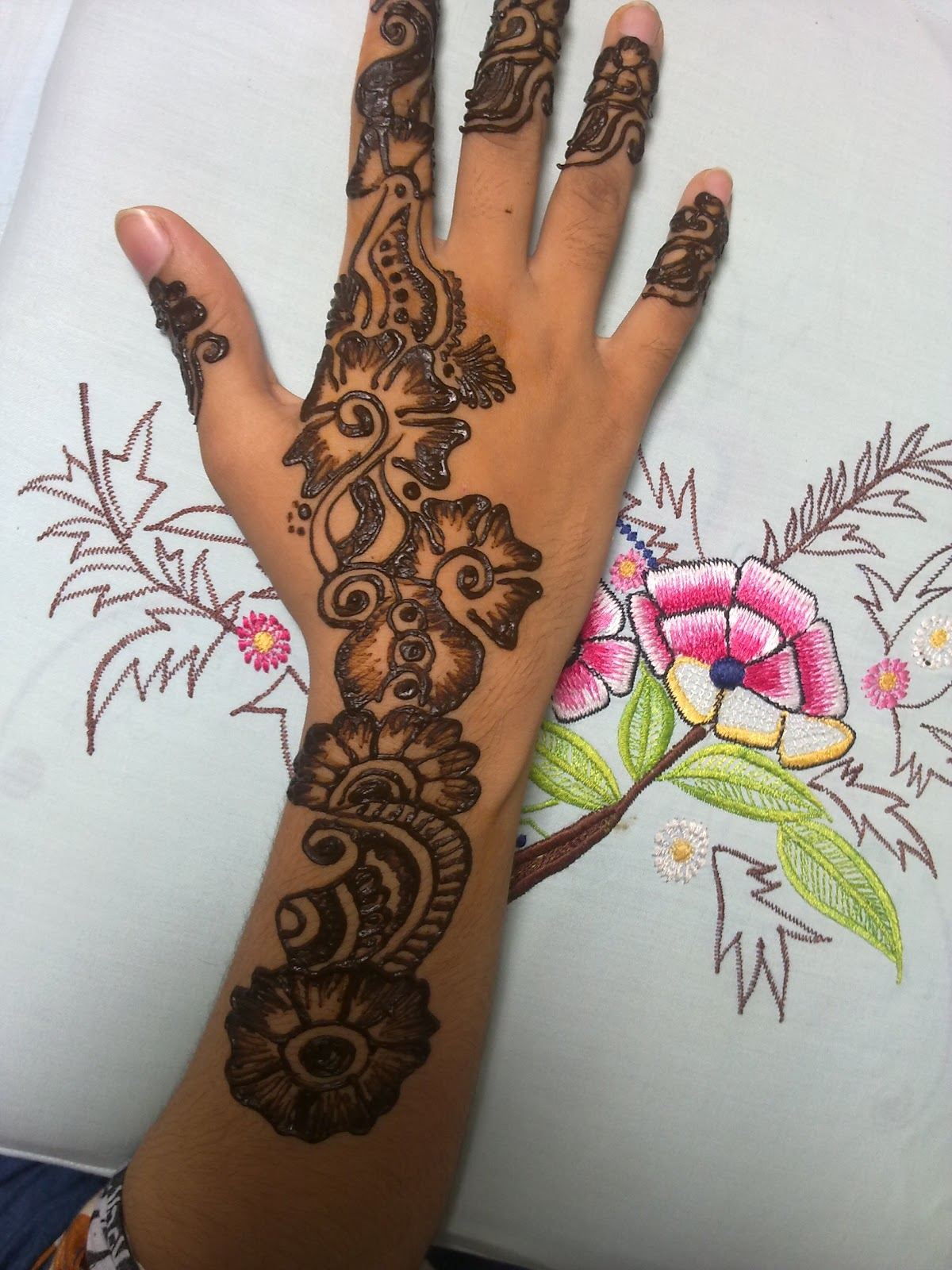 Mehndi Designs And Hairstyles : New mehndi designs for girls women fashion point