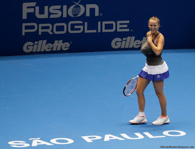Caroline Wozniacki Imitating Serena Williams In Sao Paulo Brazil Funny Times Hd Desktop Wallpaper
