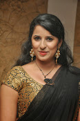 Sravya reddy sizzling saree photos-thumbnail-3