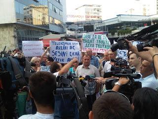 Аман! Протест во Скопје - транспаренти, камери