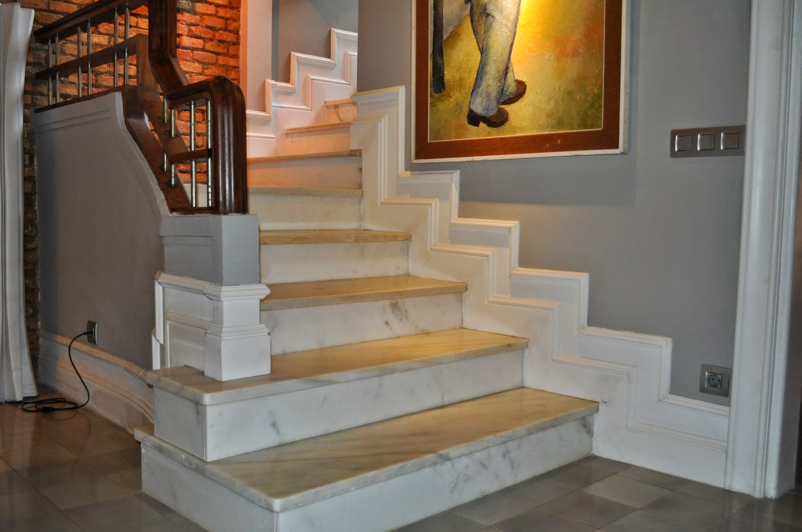 Orac decor espa a diferentes formas de poner el z calo de orac decor en las escaleras - Zocalos para escaleras ...