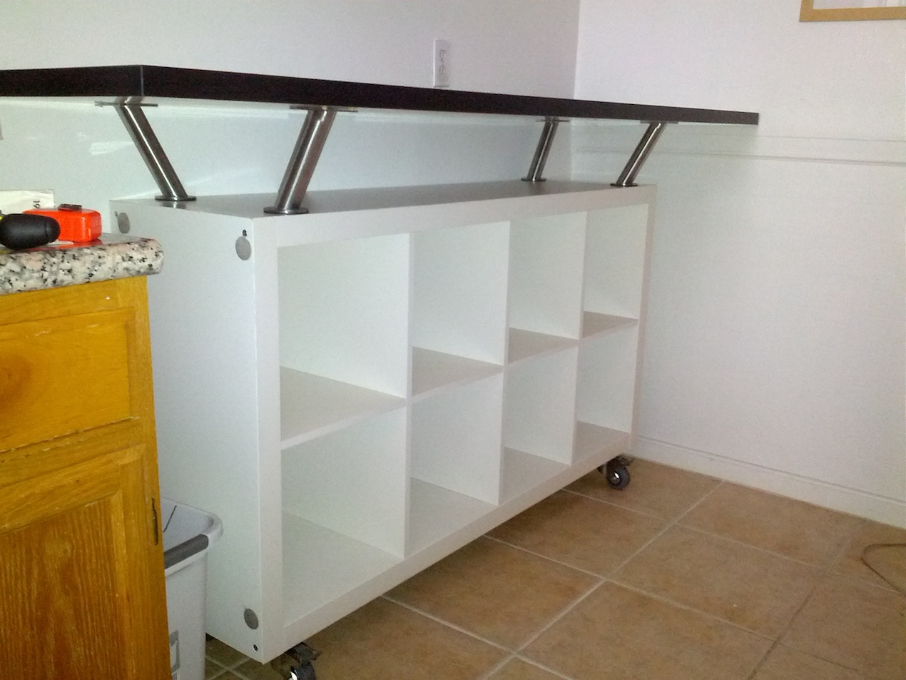 Breakfast bar with lot of storage space get home decorating for Meuble bar design ikea
