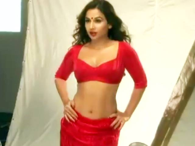 vidya balan spicy from movie dirty picture cute stills