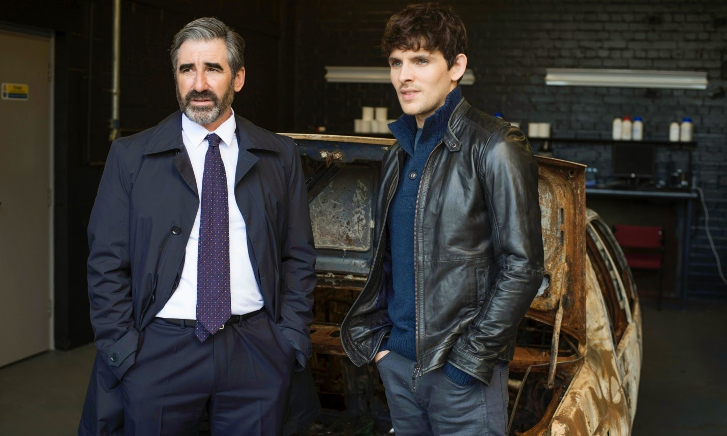 John Lynch y Colin Morgan en The Fall 2x06