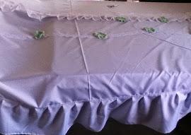 Cortina de baño tela teflonada con puntilla y bordados en flores