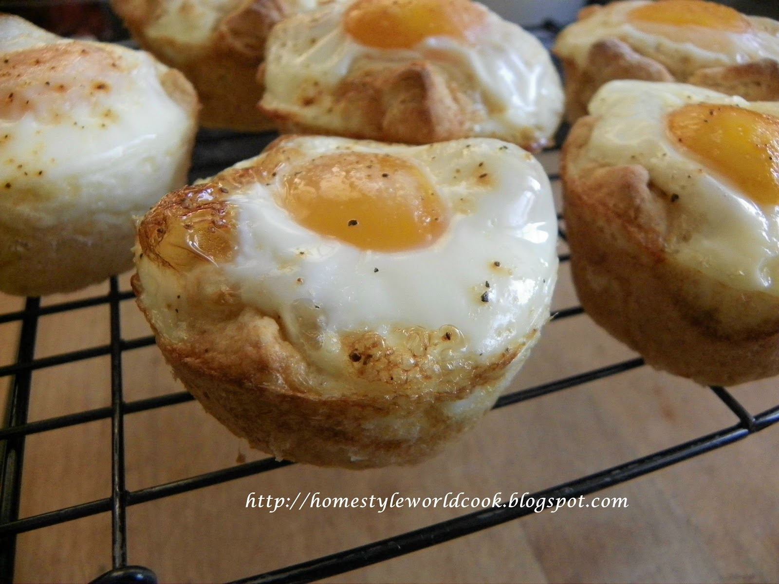 how to make eggs in a basket with biscuits