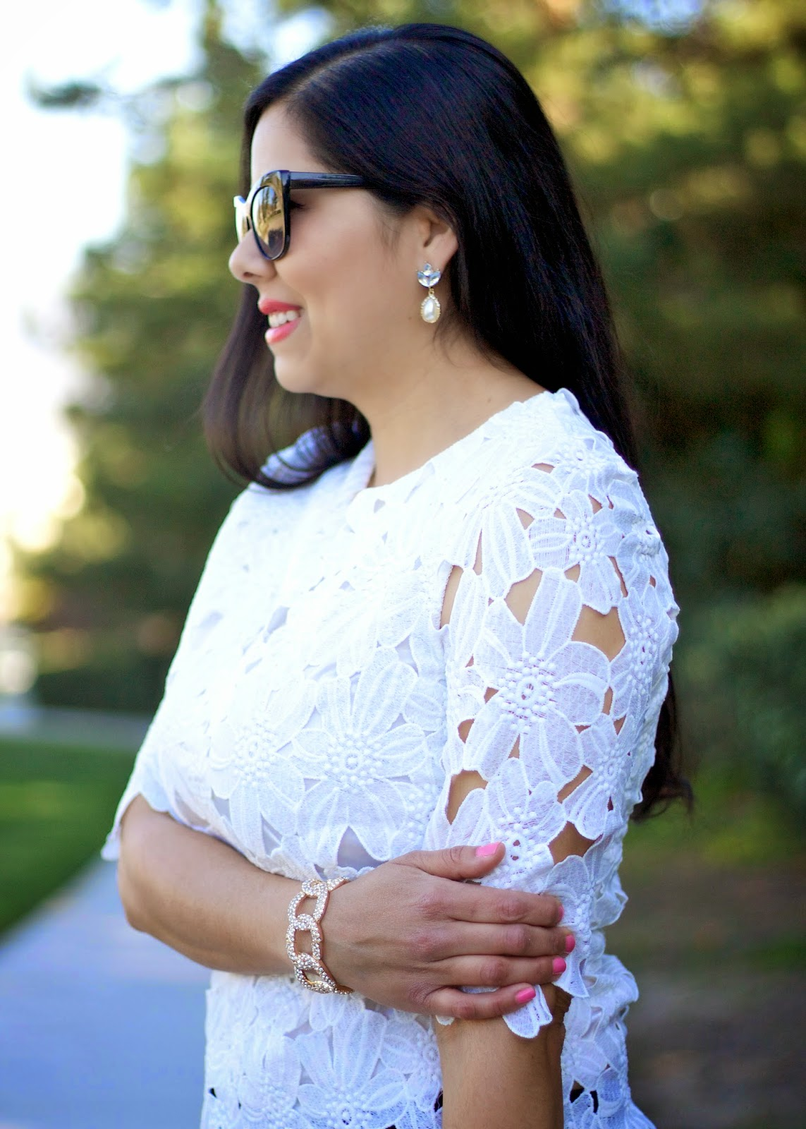 White Half Sleeve Floral Crochet Blouse, the perfect lace top, how to wear a floral crochet top, latina blogger, brunette vlogger, brunette blogger