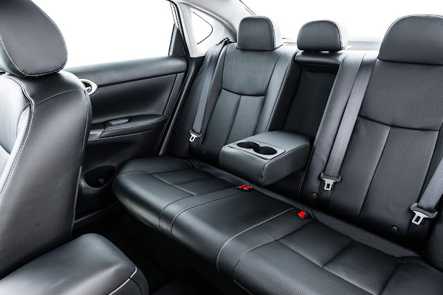 Nissan Sentra 2016 - espaço traseiro