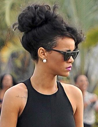 Rihanna kabarık saç topuz modeli
