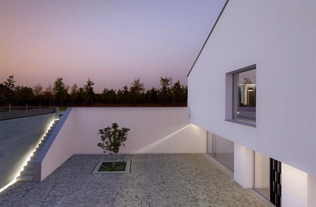 Simplicity love casa delle bottere italy john pawson for Minimalist house los angeles