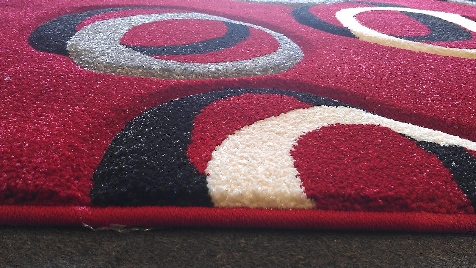 large area rug red black white grey circles 5ft 2in x 7ft 2 in free shipping ebay. Black Bedroom Furniture Sets. Home Design Ideas