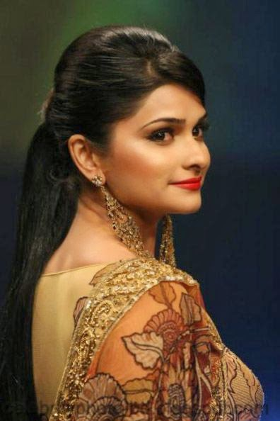 Most+Beautiful+Hot+Photos+of+Prachi+Desai021