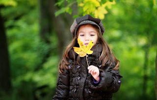 Cute Little Girl Holding A Leaf HD Wallpaper