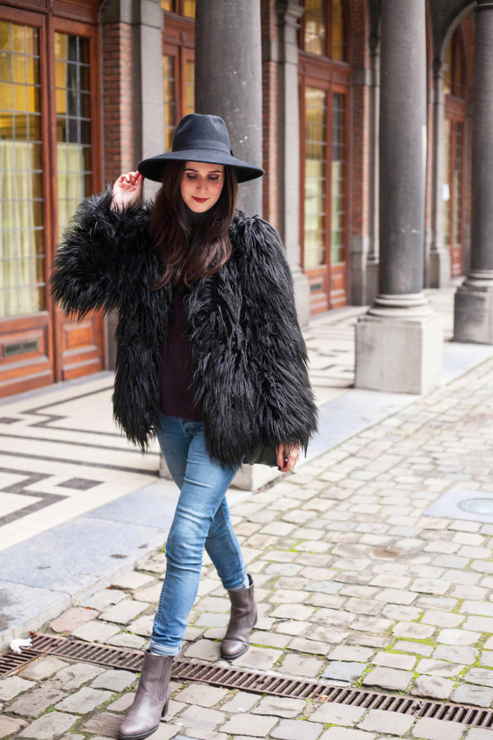 Outfit: shaggy faux fur coat, wide brim hat - THE STYLING DUTCHMAN.