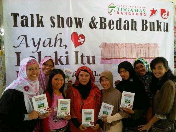 http://diannafi.blogspot.com/2013/09/even-bedah-novel-dan-sharing-kepenulisan.html