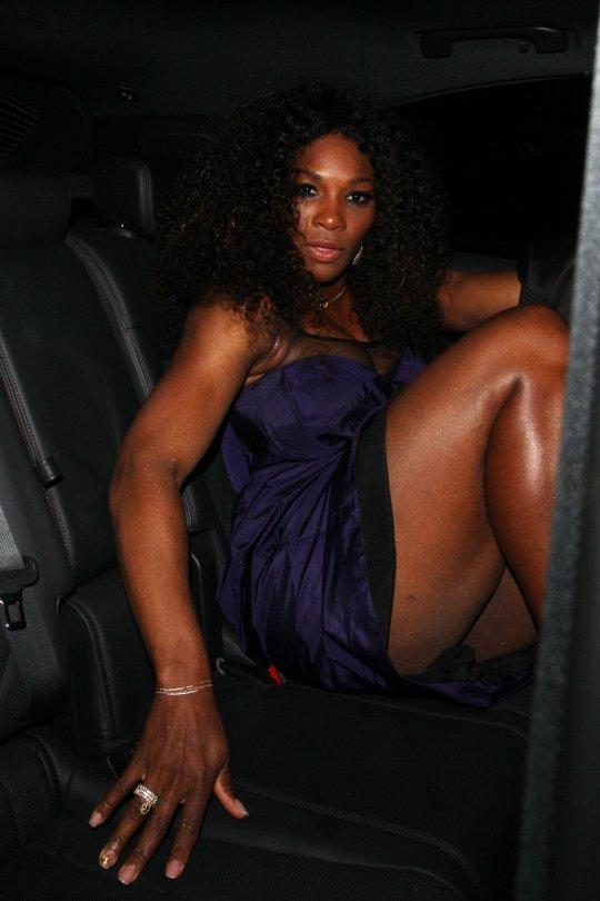 OH SLIP! Serena Williams Has A Wardrobe Malfunction In London! (PHOTOS