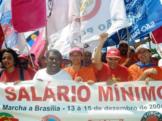 Orçamento prevê para o próximo ano, salário mínimo de R$ 722,90.