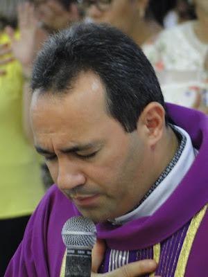 http://armaduracristaodo.blogspot.com.br/2015/12/aniversario-de-15-anos-de-sacerdocio.html