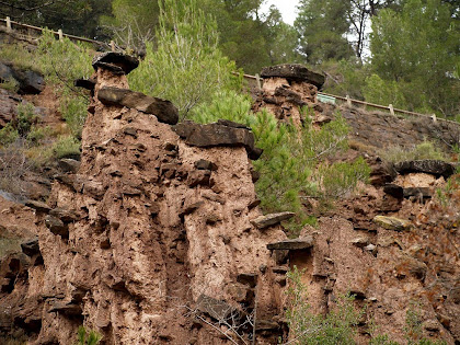 Les Dames amb Barret, formació geològica deguda a l'erosió diferencial