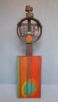 "Sculpture using assemblage tecnique, acrylic paint and found objects in the line of the ""art pauvre""."