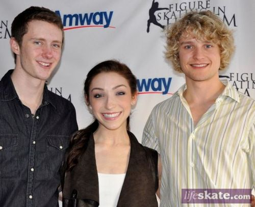 davis and white dating Ellen: are meryl davis & charlie white dating ellen asked if meryl davis and charlie white had ever been romantic with each other charlie explained that they both have significant others, but it's a compliment that people think they could date because of the relationship they show on the rink.