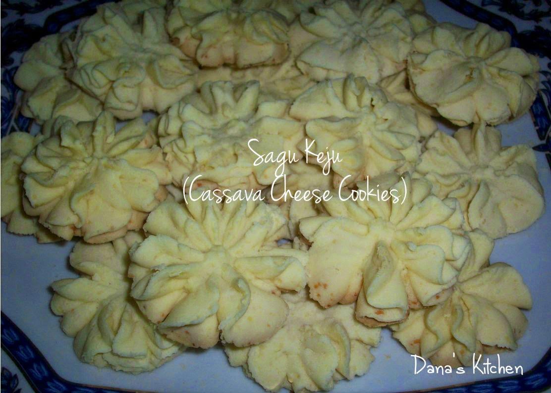Dana\'s Kitchen: Sagu Keju (Indonesian Cassava Cheese Cookies)