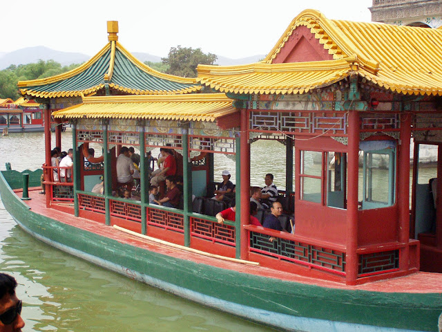 Boat on lake Kunming