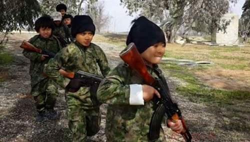 """Video """"Algojo"""" Cilik ISIS Asal Indonesia Diduga Dibuat di Suriah"""