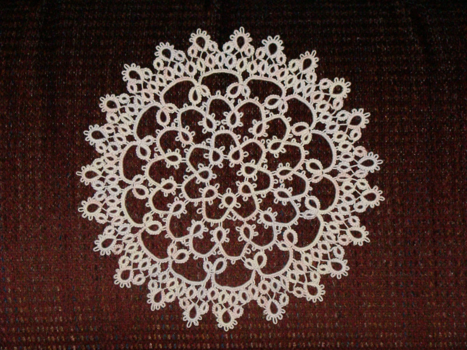 Free Daffodil Doily Crochet Pattern : knackful knitter: The tatted Daffodil Doily....