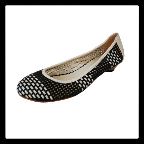 This pair of vintage flat shoes by gerily feature a black and white