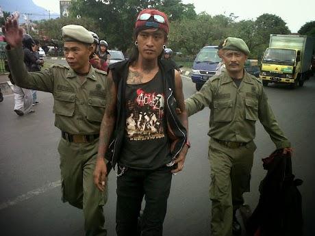 Pengamen Punk di Angkot Bandung Resahkan Warga