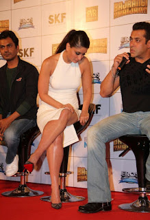 Kareena Kapoor in a Shirt Tight White Dress at Bajranig Bhaijan Trailer Launch with Salman Khan