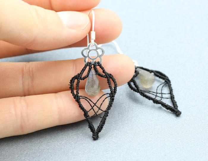 Kolczyki z nicią metalizowaną - makrama