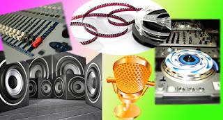 Imagen collage con fotografías de elementos de audio (Micrófono, Altavoces, Mesas y plato DJ)