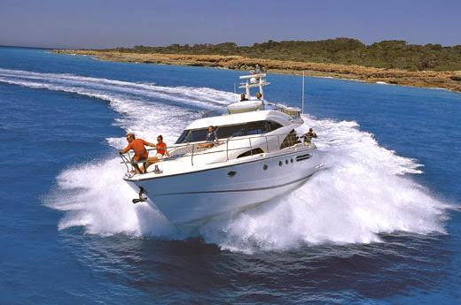 Hire Luxury Yacht Boat in Dubai