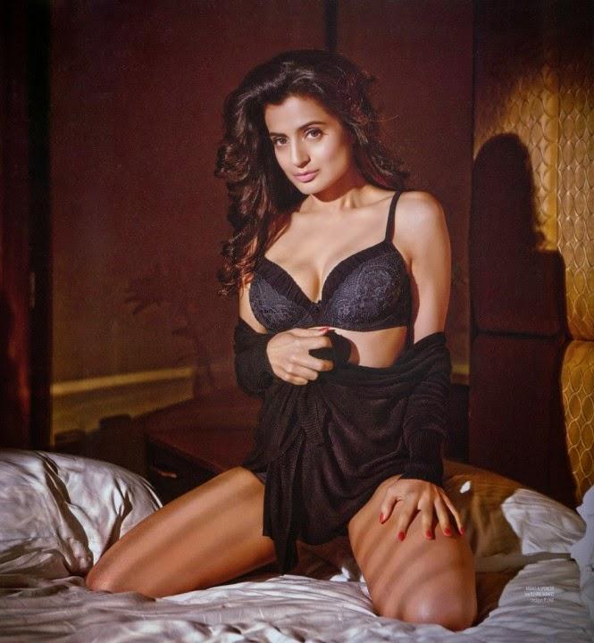 ameesha-patel-in-black-lingerie