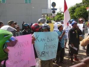 Pedagang Bensin Eceran di Tarakan Demo - Ardiz Borneo