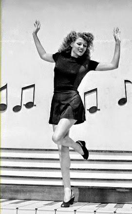 Tralarin, tralaran...me paso el día bailando con mi melena y mi faldita