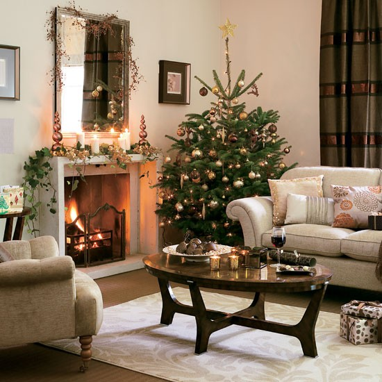 5 inspiring christmas shabby chic living room decorating for Decorating your house for christmas